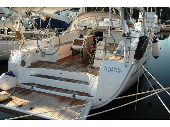 Discover Portisco in style boating on this sailboat rental