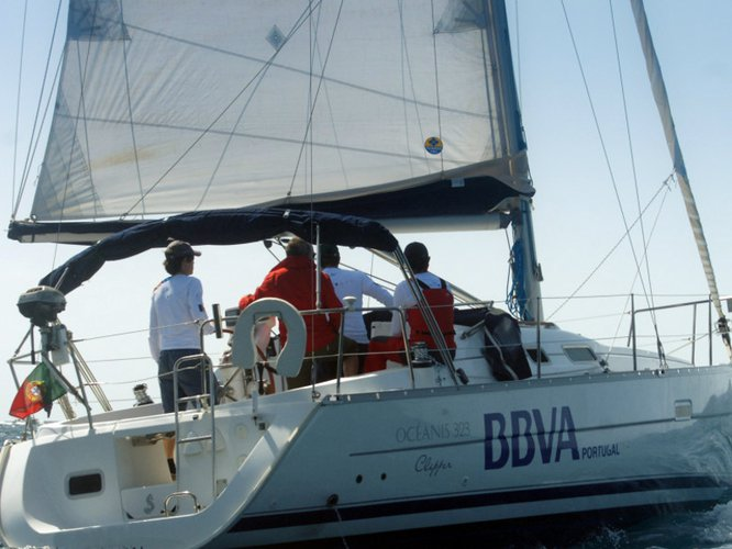 This sailboat charter is perfect to enjoy Funchal