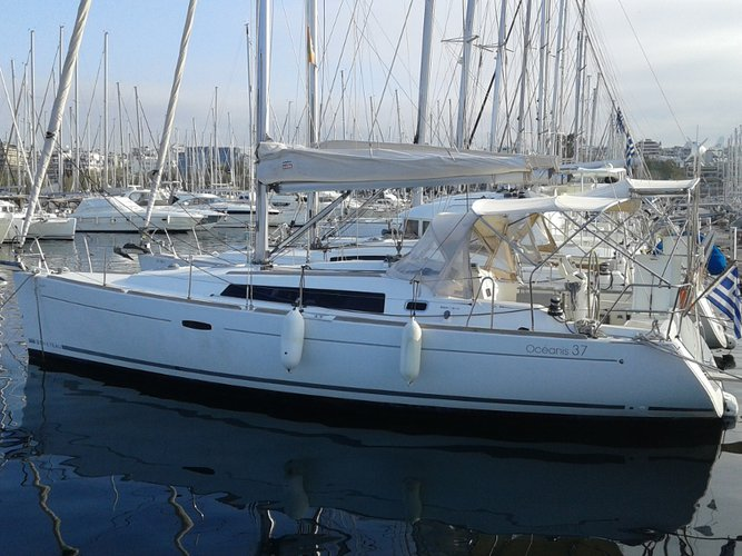 Get on the water and enjoy Athens in style on our Beneteau Oceanis 37