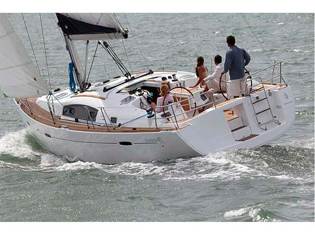 Sail the beautiful waters of Palamos on this cozy Beneteau Oceanis 40