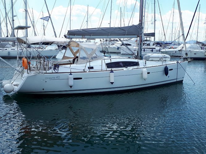 Experience Athens, GR on board this amazing Beneteau Beneteau Oceanis 40