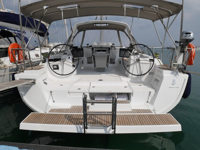 Enjoy luxury and comfort on this Beneteau Oceanis 45_2015 in Lefkada