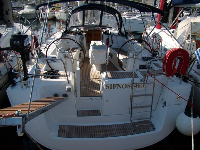 Jump aboard this beautiful Beneteau Oceanis 46