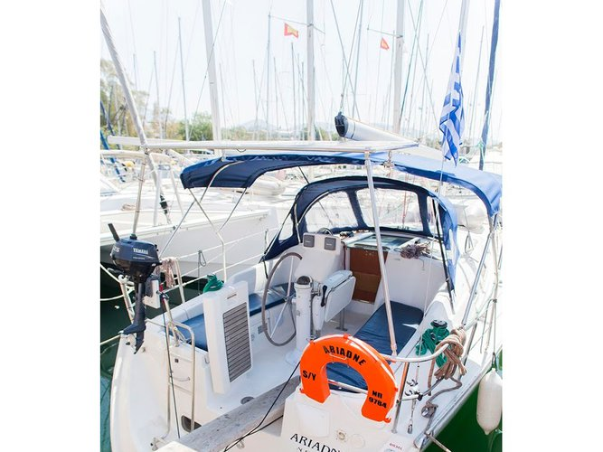 All you need to do is relax and have fun aboard the Beneteau Oceanis 34.3