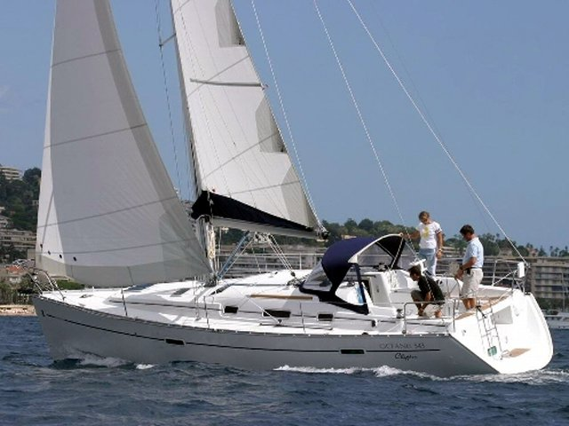Sail the beautiful waters of Trogir on this cozy Beneteau Oceanis 343