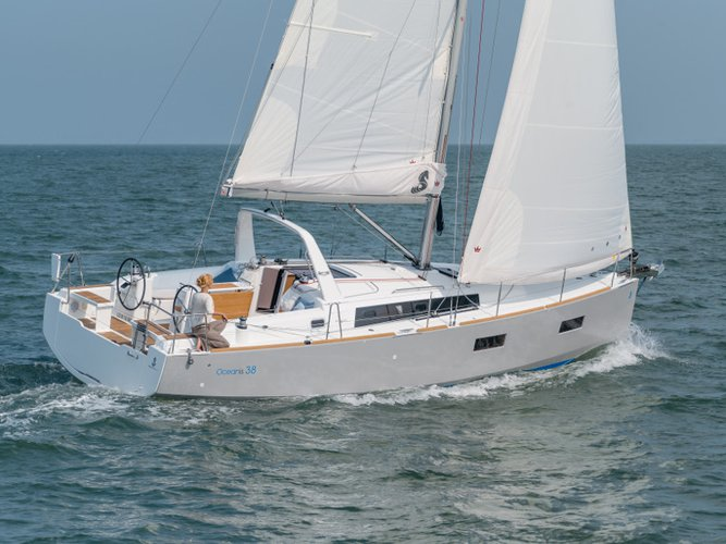 Sail the beautiful waters of Šibenik on this cozy Beneteau Oceanis 38