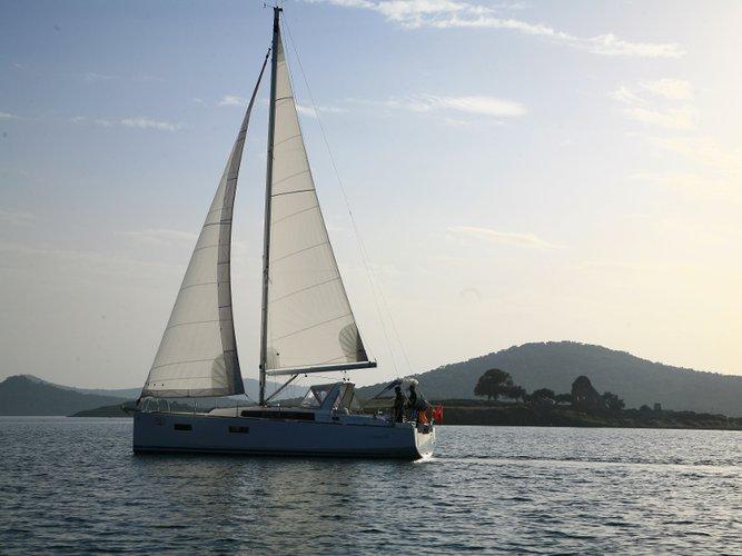 Beautiful Beneteau Beneteau Oceanis 38 ideal for sailing and fun in the sun!