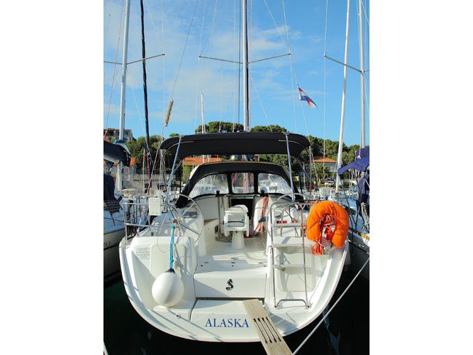 Take this Beneteau Beneteau Cyclades 39.3 for a spin!