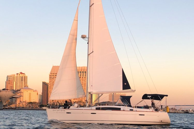 Discover San Diego surroundings on this Oceanis Beneteau boat