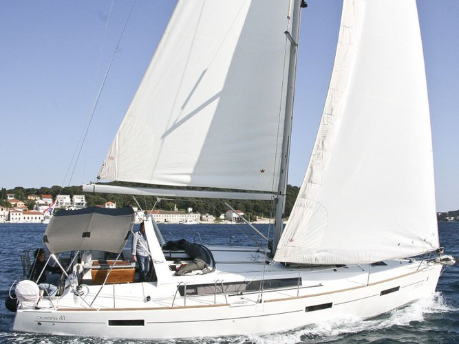 All you need to do is relax and have fun aboard the Beneteau Oceanis 41