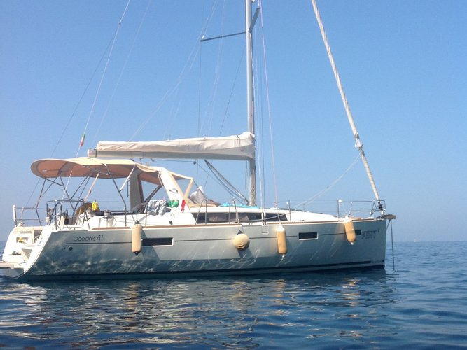 Enjoy La Spezia, IT to the fullest on our comfortable Beneteau Oceanis 41
