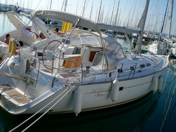 All you need to do is relax and have fun aboard the Beneteau Oceanis 423 C-E-13