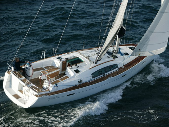 Unique experience on this beautiful Beneteau Oceanis 40