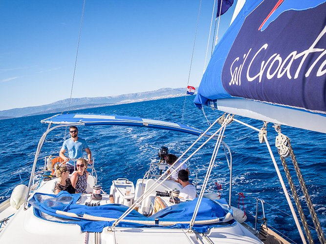 Climb aboard this Beneteau Beneteau Cyclades 43 for an unforgettable experience