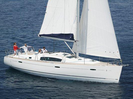 Jump aboard this beautiful Beneteau Beneteau 43.4