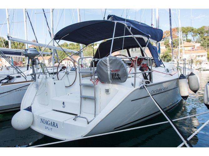 Jump aboard this beautiful Beneteau Beneteau Cyclades 43.4