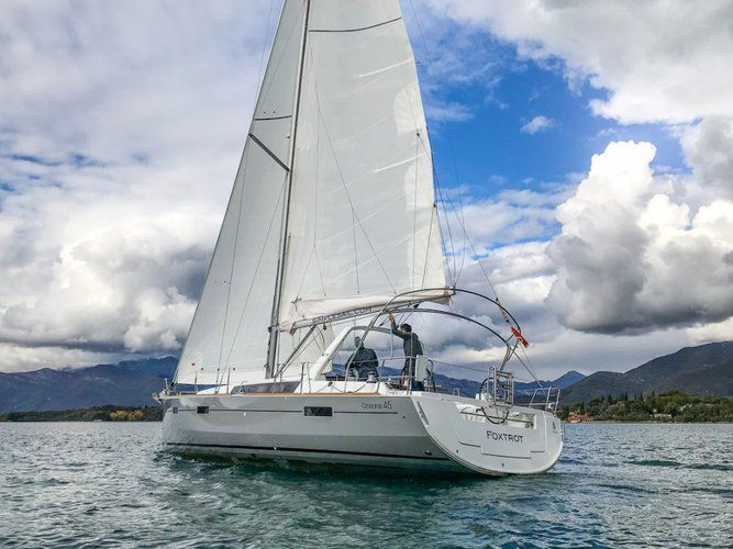 Beautiful Beneteau Oceanis 45 (4 cabs) ideal for sailing and fun in the sun!