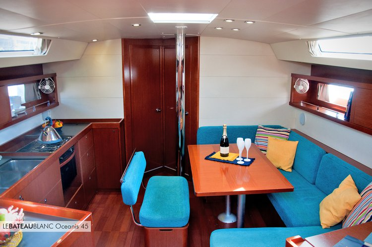 Unique experience on this beautiful Beneteau Oceanis 45