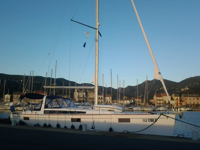 Enjoy luxury and comfort on this Puntone - Follonica sailboat charter