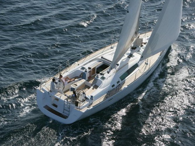 Jump aboard this beautiful Beneteau Oceanis 50