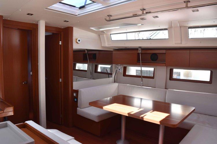 Sloop boat rental in Lavrio,