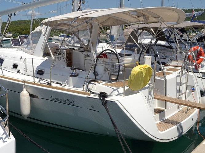 Beautiful Beneteau Oceanis 50 Familiy ideal for sailing and fun in the sun!