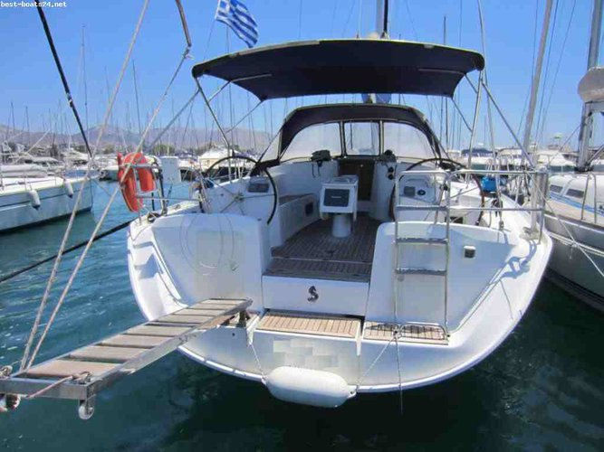 Enjoy luxury and comfort on this Beneteau Cyclades 50.5 in Paros