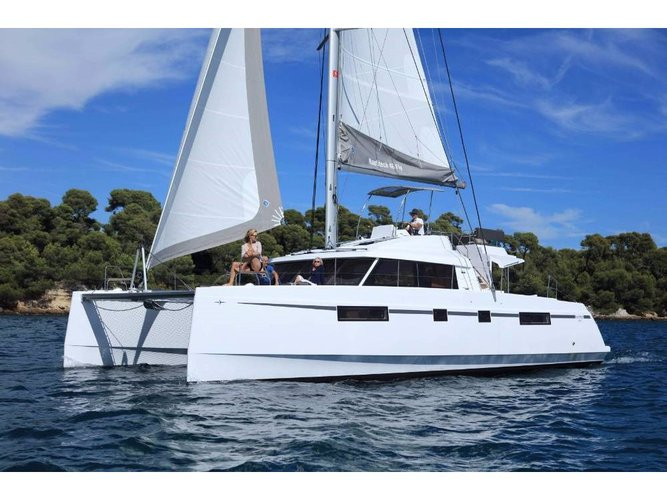 Enjoy luxury and comfort on this Catamarans Nautitech Nautitech 46 Fly in Athens