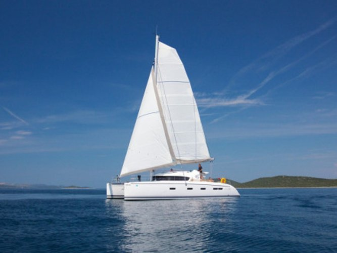 Climb aboard this Catamarans Nautitech Nautitech 441 for an unforgettable experience