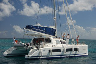 Relax on Catana 41 while enjoying the awesome Tahiti islands!