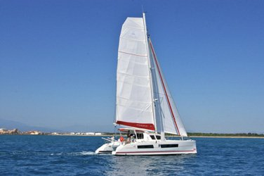 This 41.0' Catana cand take up to 8 passengers around Raiatea