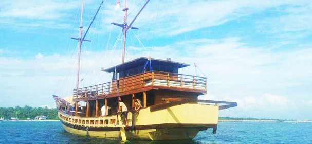 Discover Komodo surroundings on this Custom Custom boat