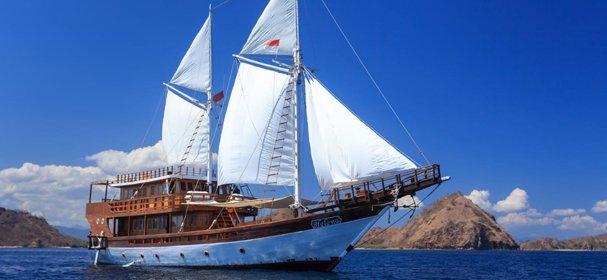 Boat rental in Komodo,