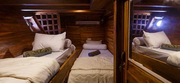 Motorsailer boat for rent in Komodo