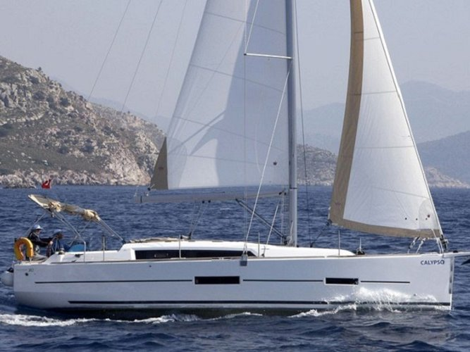 Sail the beautiful waters of Orhaniye on this cozy Dufour Yachts Dufour 382 GL