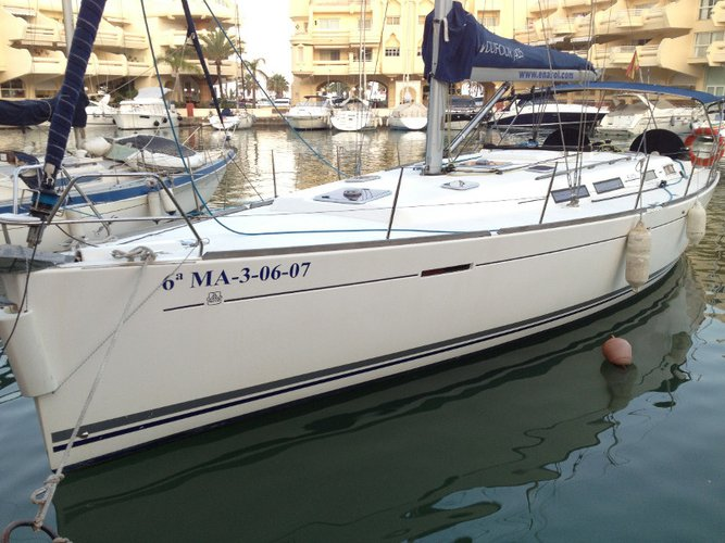 Beautiful Dufour Yachts Dufour 425 GL ideal for sailing and fun in the sun!