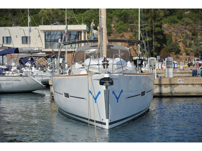 Beautiful Dufour Yachts Dufour 460 Grand Large ideal for sailing and fun in the sun!