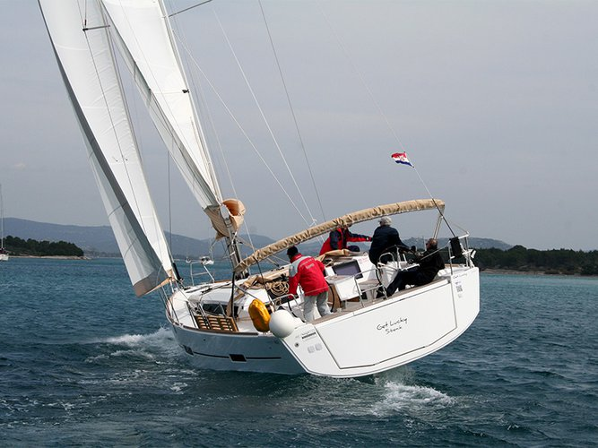Dufour 460 sailing
