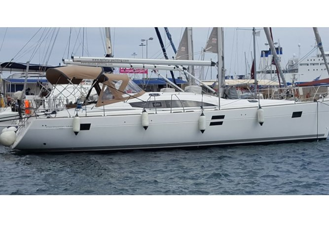 This sailboat charter is perfect to enjoy Lavrion