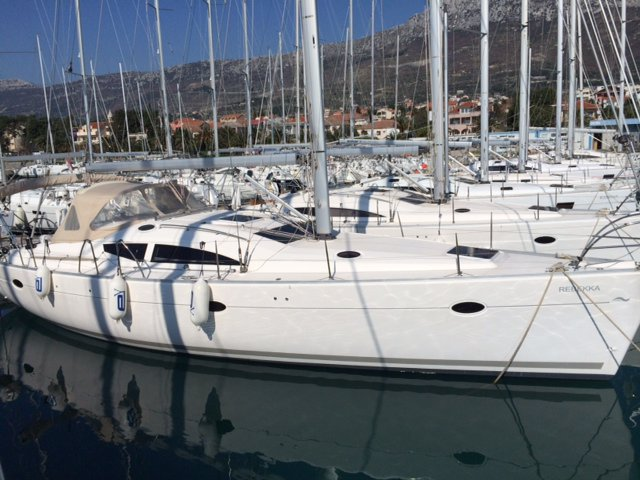 Charter this amazing Elan Elan 434 in Tivat, ME