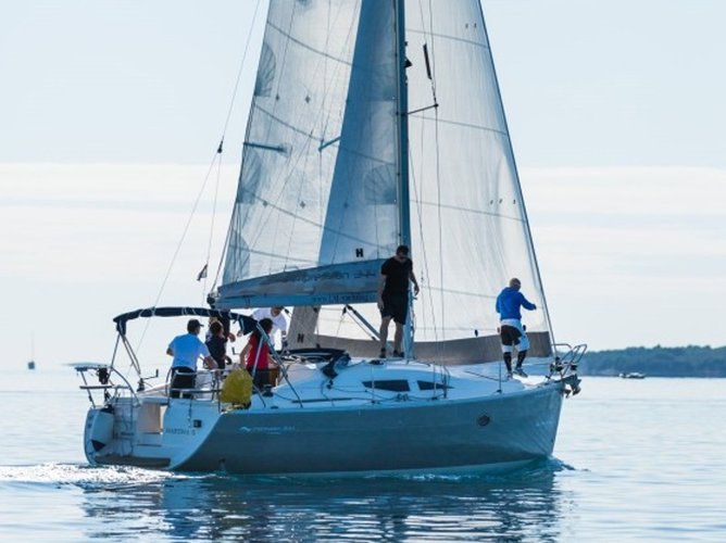 This sailboat charter is perfect to enjoy Biograd