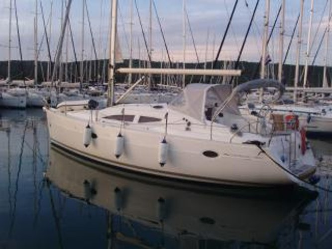 Charter this amazing sailboat in Pula