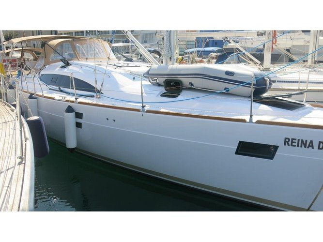 Enjoy luxury and comfort on this Zadar sailboat charter