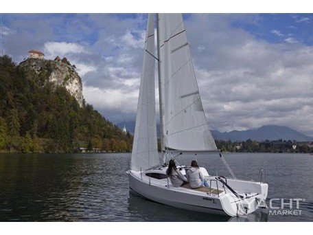 Explore Izola on this beautiful sailboat for rent