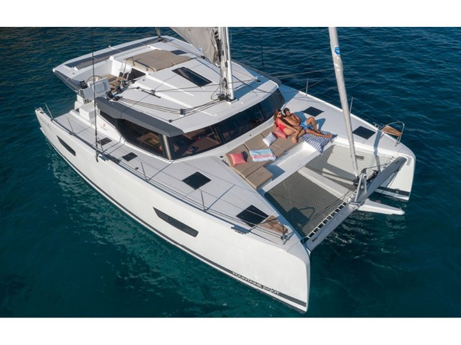 Enjoy luxury and comfort on this Fountaine Pajot FOUNTAIN PAJOT ASTREA 42 2019 YEAR in Ibiza - Sant Antoni de Portmany