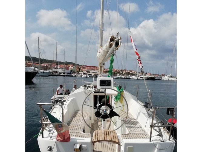 This sailboat charter is perfect to enjoy Carloforte