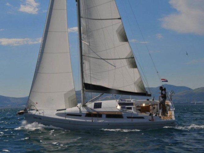 Charter this amazing Hanse Yachts Hanse 345 in Kaštel Gomilica, HR