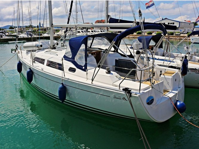 Enjoy luxury and comfort on this Hanse Yachts HANSE 350  in Sukošan