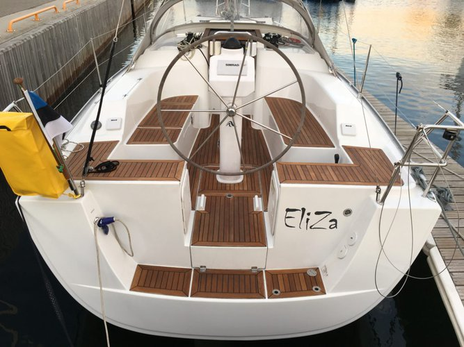 The perfect boat charter to enjoy EE in style