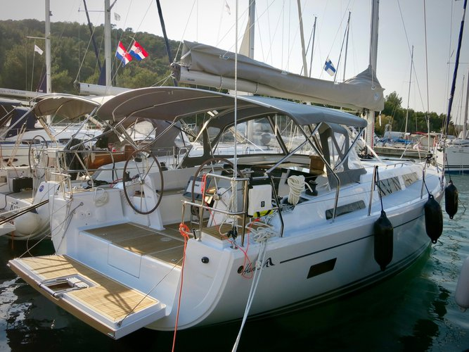 Enjoy luxury and comfort on this Hanse Yachts Hanse 388 in Rogoznica